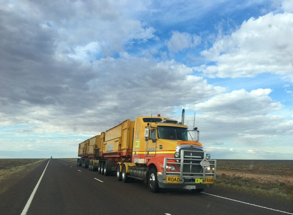 How to Select The Best Trucking Service?